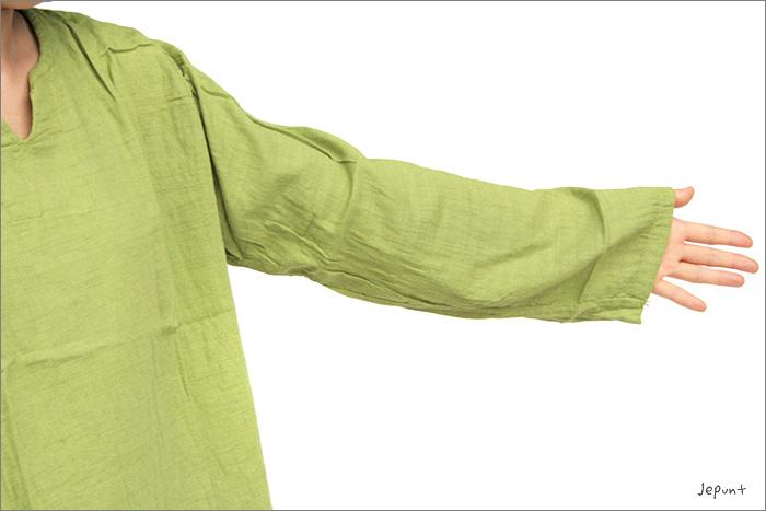 袖はゆったり長めの作りです