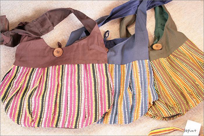 バッグ■男女兼用 斜め掛け ストライプのショルダーバッグ(レッド/ブルー/カーキ)