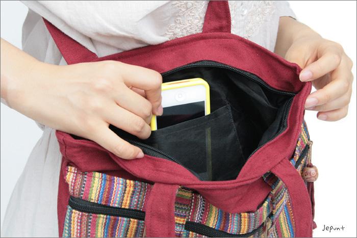 バッグの開け閉めはチャックで楽々♪内ポケット付です。