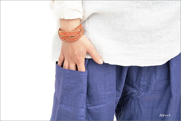 パンツの右側にポケットがあります