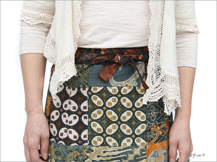 スカート■バティックパッチワーク 巻きスカート(ブラック)ひもは前で結びます