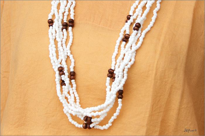 アクセサリー■白色ビーズの6連ネックレス