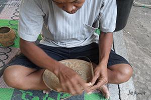 雑貨やバッグとしても人気の高いアタ製品 アタを編む