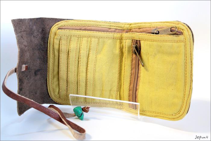 中のポケット部分 フリーポケット…1 ファスナーポケット…2 カードポケット…4