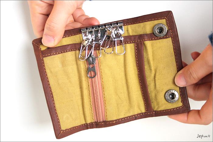 中のポケット部分 フリーポケット…2 ファスナーポケット…1 キーリング…6