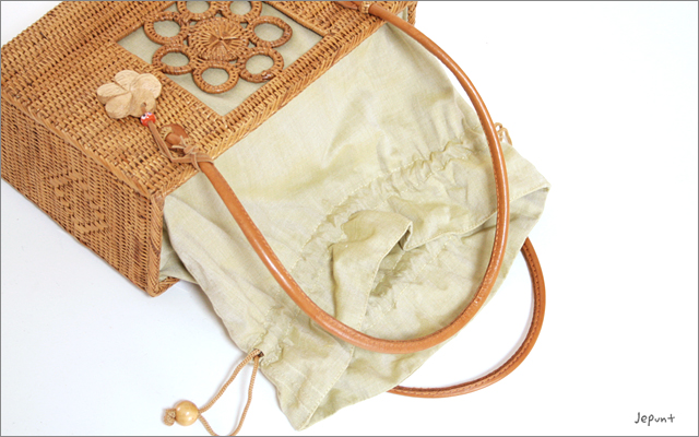 アタバッグ■アタ製バリ雑貨 花モチーフ編み模様入り 巾着フタ付き角型手提げかごアタバッグ ナチュラル